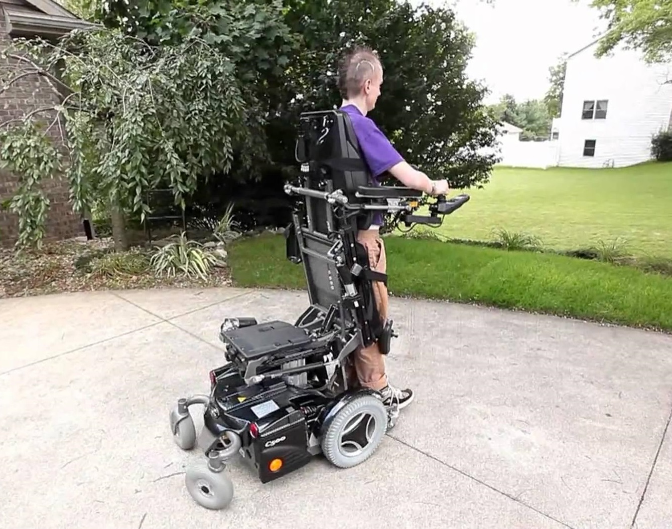 Power Wheelchair vs. Mobility Scooter: Which Is Right for You ...